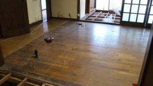 床下の防水材散布処理を対応致しました!